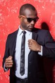 African man in formal wear and sunglasses — Stock Photo
