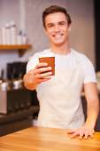 Barista serving coffee to Go. — Stock Photo