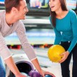 Couple choosing bowling balls — Stock Photo #57975997