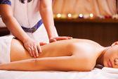 Massage therapist massaging woman back — Foto de Stock