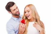Man making proposal to girlfriend — Stock Photo