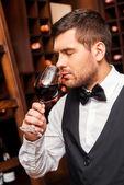 Sommelier testing wine — Stock Photo