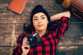 Câmera de exploração jovem — Fotografia Stock