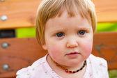 Um ano de idade retrato de menina — Fotografia Stock