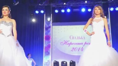 """VINNITSA, UKRAINE - DECEMBER 12: Competition """"Bride of the Year """". Showing wedding dresses on stage.Contestants """"Bride of the year 2014"""". December 12, 2014 in Vinnitsa, Ukraine. — Stock Video"""