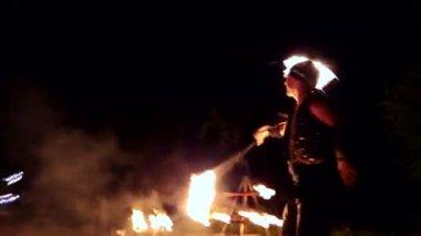 VINNITSA, UKRAINE - SEPTEMBER 21: Fire show on the day of the city.  Performance of the dance group. Enchanting concert on City Day. September 21, 2014 in Vinnitsa, Ukraine. — Stock video