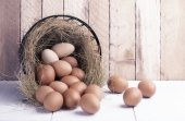 Eggs in metal basket — Stock Photo