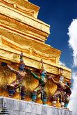 Garuda statues at temple — Stock Photo