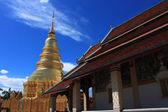 Zlatá stúpa v chrámu — Stock fotografie