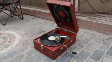 Vintage records on the gramophone — Stock Video
