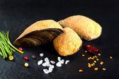 Seafood stuffed mussels. Breaded fish food prepared — Zdjęcie stockowe