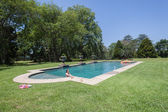 Jeune fille Pool House — Photo