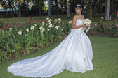 Wedding Bride Dress Garden — Stock Photo