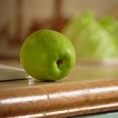 Apple on worktop — Stock Photo