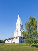 Church of the Ascension and birch — Stock Photo