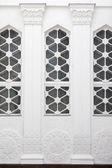 Rilievo architettonico con colonne e windows — Foto Stock