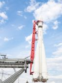 Space Rocket  stands vertically — Stock Photo