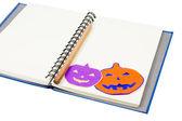 Notitieboekje met Halloween pompoen — Stockfoto