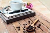 コーヒーのカップと豆 — ストック写真