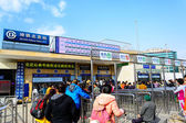 BEIJING, CHINA - MAR 23, 2015 : Passangers crowd buying ticket o — Stock Photo