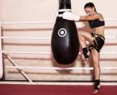 Sexy boxer girl with dark hair and sportive body posing on ring — ストック写真