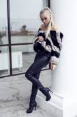 Sexy beautiful woman with long straight hair wearing luxurious fur coat   — Stockfoto