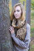 Chica y el otoño — Foto de Stock