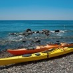 Two kayaks on the beach of Santorini, Greece — Stock Photo #52412855