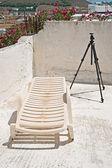 Z tarasu budynku ze statywu i leżak na Paros, Grecja — Zdjęcie stockowe