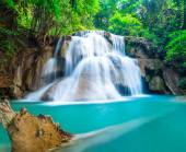Natural waterfall at Huay Mae Khamin — Stock Photo