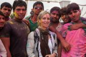 Caucasian woman tourist with Indian people — Stock Photo