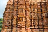 Erotic Kamasutra carvings of Hindu temple in India — Stock Photo