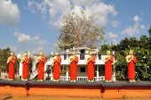 Buddhist Disciple statues at a temple in Sri Lanka — Stock Photo