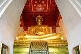 Sitting golden Buddha in former capital Ayutthaya — Стоковое фото