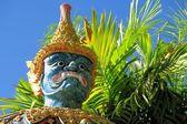 Standing Buddhist Gnome statue in Northern Thailand — Stock fotografie