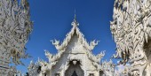 Beautiful white temple in Chiang Rai, Thailand — Stock Photo