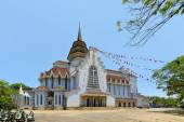 Catholic church with Chinese temple architecture, Hue, Vietnam — Stock Photo