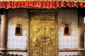 Carved golden door, Kathmandu, Nepal — Foto de Stock