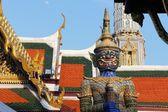 Guardian statue at Royal temple of the emerald Buddha, Bangkok, Thailand — Stock Photo