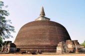Rankoth Ancient Buddhist Stupa, Polonnaruwa, Sri Lanka — Stock Photo