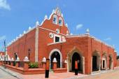 Red painted Catholic Church, Valladolid, Yucatan, Mexico — Stock Photo