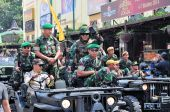 Soldiers in uniform, Yogyakarta city festival military parade — Stock Photo