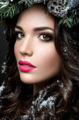Beautiful girl with winter wreath. — Foto Stock