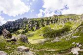 Landschaft von bucegi-gebirge, teil der südkarpaten in rumänien — Stockfoto