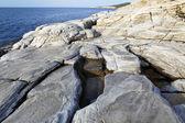 Landschap met water en rotsen in Thassos eiland, Griekenland, naast het natuurlijke zwembad genaamd Giola mooie texturen en details — Stockfoto