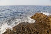 Aegean shore in Greece, Thassos island - waves and rocks — Stok fotoğraf