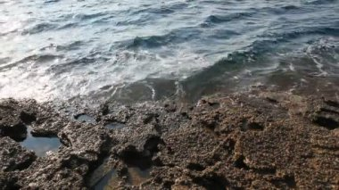 Sea water and rocks in Thassos island, Greece, next to the natural pool called Giola. Sound of waves and wind — Stock Video