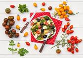 Sałatka z kurczakiem i warzywami — Zdjęcie stockowe