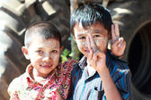 MYANMAR - DECEMBER 15, 2012: Unidentified child use of Tanaka,  — Stock Photo