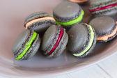Szary makaroniki z kolorowy krem — Zdjęcie stockowe